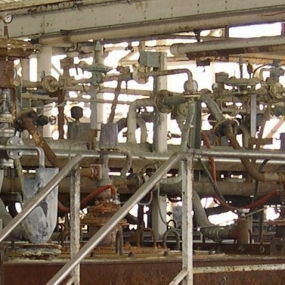 Complex-pipe-work-at-batch-processing-plant